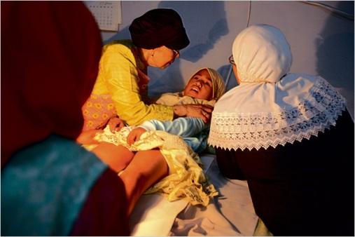 Indonesie-excision-chez-une-fillette-musulmane